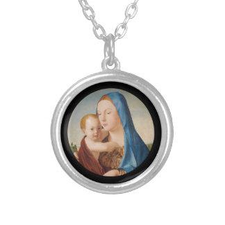 Colar Banhado A Prata Retrato de Mary que guardara o bebê Jesus