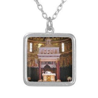 Colar Banhado A Prata santamente altere na igreja