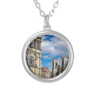 Colar Banhado A Prata Santo Wilfrids e Minster. de York