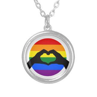 Colar Banhado A Prata Silhueta do arco-íris do orgulho gay de LGBT e da