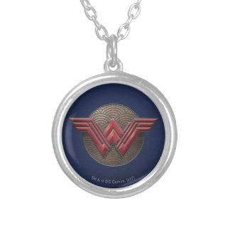 Colar Banhado A Prata Símbolo da mulher maravilha sobre círculos