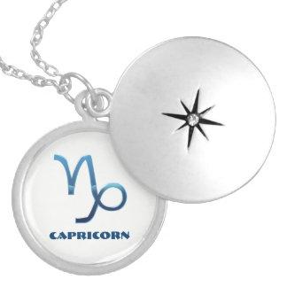 Colar Banhado A Prata Sinais azuis do zodíaco do Capricórnio no branco