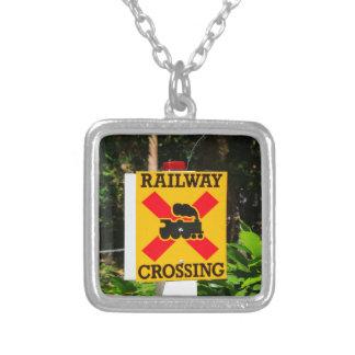 Colar Banhado A Prata Sinal do cruzamento Railway