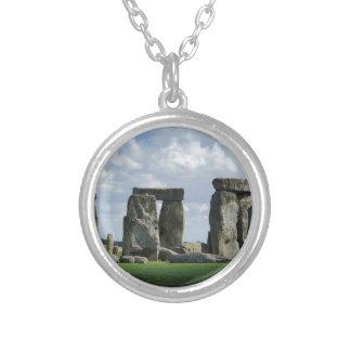 Colar Banhado A Prata Stonehenge