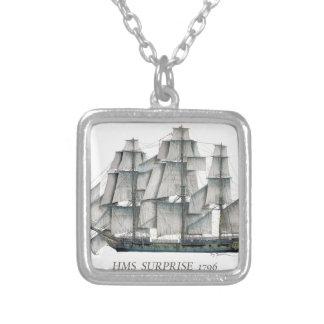 Colar Banhado A Prata Surpresa 1796 do HMS envelhecida