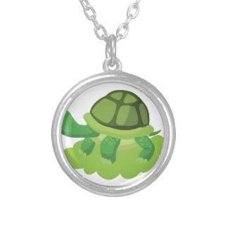 Colar Banhado A Prata tartaruga que anda na grama
