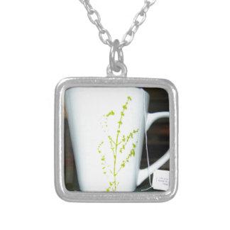 Colar Banhado A Prata Tenha um chá de O do copo!