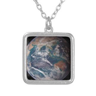 Colar Banhado A Prata Terra do espaço