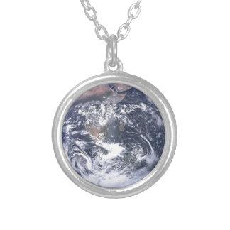 Colar Banhado A Prata Terra do planeta - nosso mundo