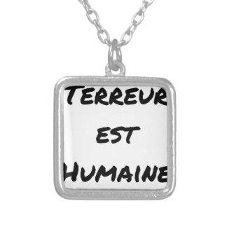Colar Banhado A Prata TERROR LESTE HUMANO - Jogos de palavras François