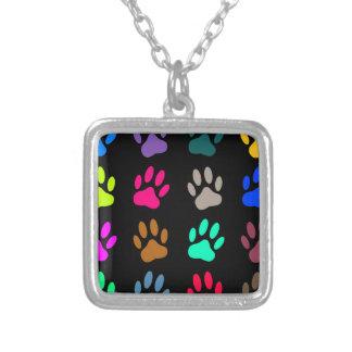 Colar Banhado A Prata Teste padrão colorido do impressão da pata do cão