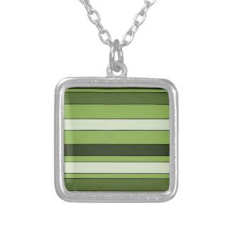 Colar Banhado A Prata Teste padrão horizontal verde das listras das