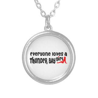 Colar Banhado A Prata Todos ama uma menina de Thunder Bay