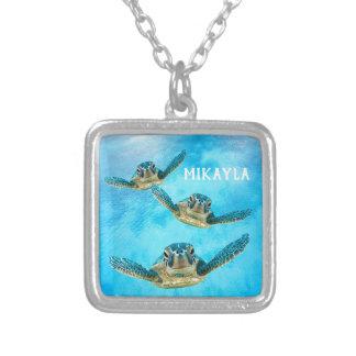 Colar Banhado A Prata Três tartarugas de mar do bebê que nadam