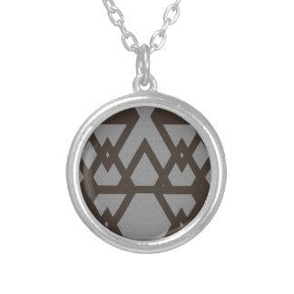Colar Banhado A Prata Triângulo e teste padrão das cinzas do diamante