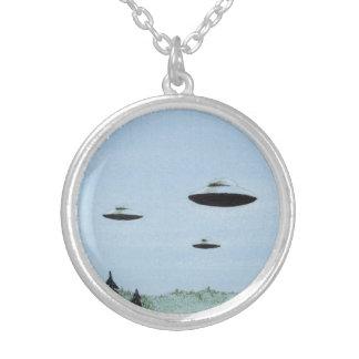 Colar Banhado A Prata Trio do UFO
