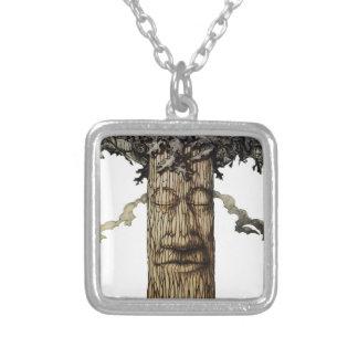 Colar Banhado A Prata Um cobrir poderoso da árvore