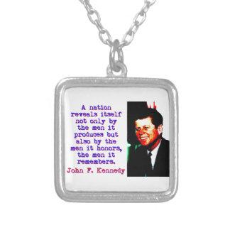 Colar Banhado A Prata Uma nação revela-se - John Kennedy