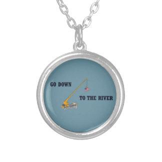 Colar Banhado A Prata Vá para baixo ao rio