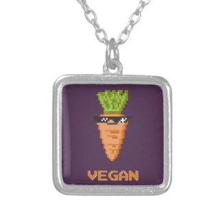 """Colar Banhado A Prata Vegan """"negócio com ele"""" cenoura"""