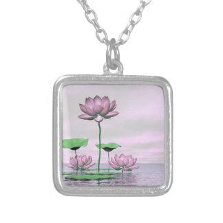 Colar Banhado A Prata Waterlilies e flores de lótus cor-de-rosa - 3D