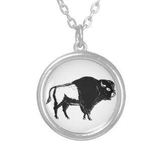 Colar Banhado A Prata Woodcut americano do lado do búfalo preto e branco