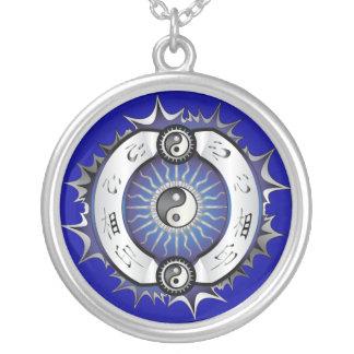 Colar Banhado A Prata Yin azul elétrico Yang