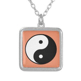 Colar Banhado A Prata Yin e Yang
