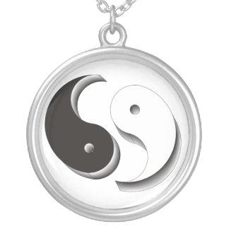Colar Banhado A Prata Yin Yang 3D