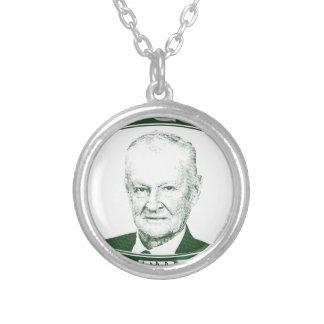 Colar Banhado A Prata Zbigniew Brzezinski no deus que nós confiamos