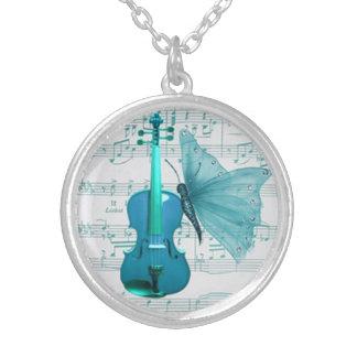 Colar bonita com violino e borboleta