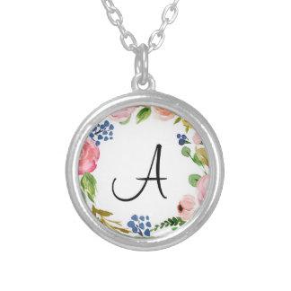 Colar chapeada do monograma prata floral feita sob