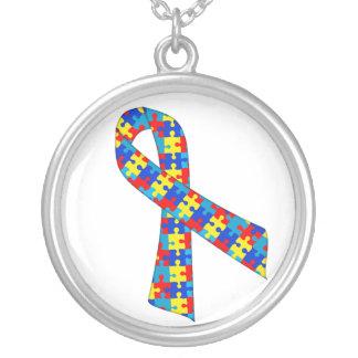 Colar com Pingente Fita do Autismo