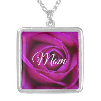 Colar cor-de-rosa da mamã