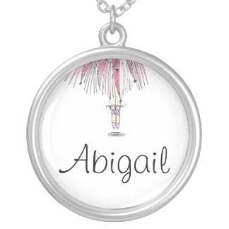 Colar da bailarina com ABIGAIL conhecida