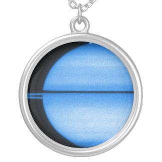 Colar da mostra da luz de Saturn