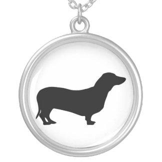 colar da silhueta do cão do dachshund