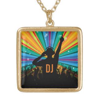 Colar feita sob encomenda do monograma do DJ da