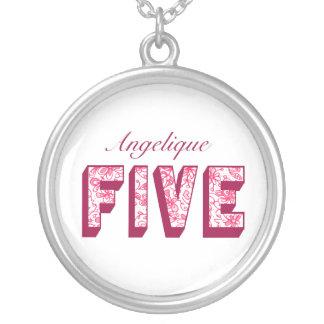 Colar florido cor-de-rosa bonito de cinco