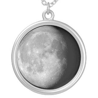 Colar gibbous Waning da lua