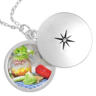 Colar Medalhão Almoço em um vidro