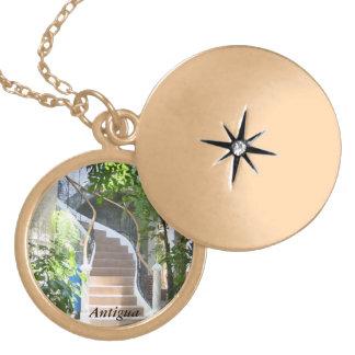 Colar Medalhão Arco em Guatemala