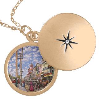 Colar Medalhão Cidade - Nova Orleães a era 1887 do Victorian