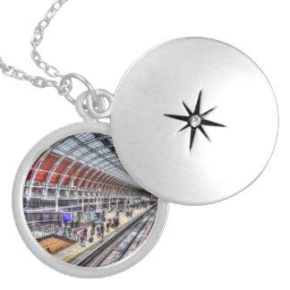 Colar Medalhão Estação de comboio de Paddington