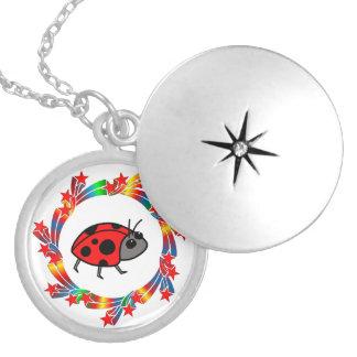 Colar Medalhão Estrelas do joaninha