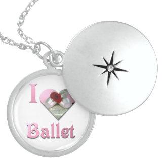 Colar Medalhão Eu amo o balé com rosa vermelha