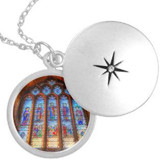 Colar Medalhão Janela da abadia do vitral
