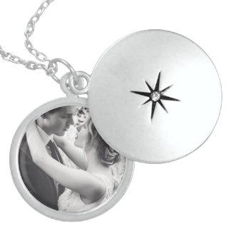 Colar Medalhão Locket redondo médio customizável da prata