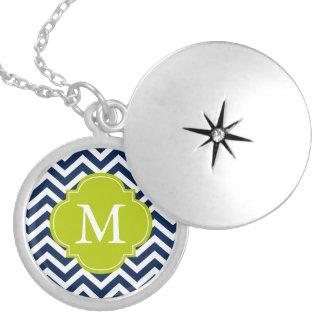 Colar Medalhão Monograma azul & verde do teste padrão de