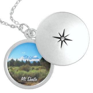 Colar Medalhão Mt Shasta